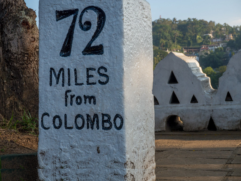 Marker indicating 72 km to Colombo